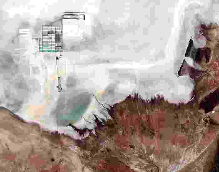 SALAR DE UYUNI: localizado em Potosi e Oruro, no sudoeste da Bolívia, é a maior planície de sal do mundo, com mais de 10 mil quilômetros de extensão. A foto foi capturada pelo satélite Copernicus Sentinel-2B em 17 de maio de 2017 - ESA