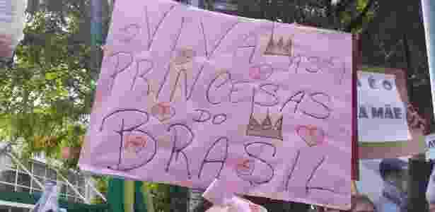 Cartaz de manifestante contra a filósofa norte-americana Judith Butler - Janaina Garcia/UOL