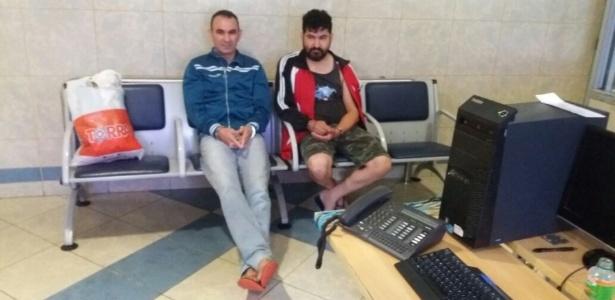 24.nov.2017 - Oscar Luis Benítez e Lorenzo González Martínez, guerrilheiros do Paraguai detidos em Itaquaquecetuba, região metropolitana de São Paulo