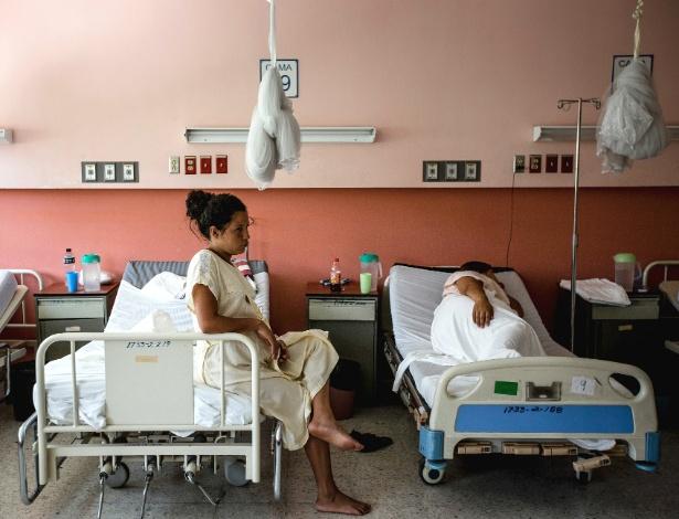 Gestantes com risco de nascimento prematuro descansam em hospital em San Salvador