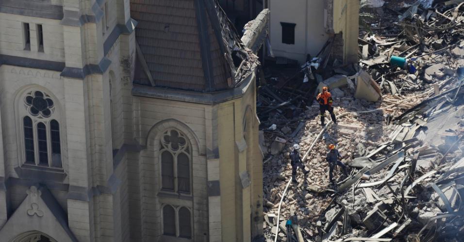 3.mai.2018 - A histórica igreja luterana do centro de São Paulo, atingida por parte do edifício Wilton Paes de Almeida, que desabou madrugada da última terça-feira (1º), está condenada e pode ter quedas da estrutura