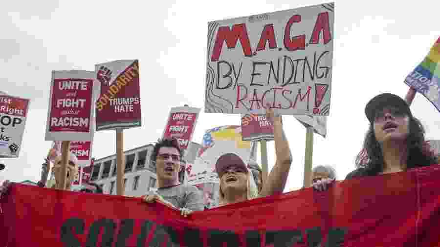 12.ago.18 - Manifestantes protestam contra o racismo um ano após os acontecimentos de Charlottesville, em Virgínia  - Zach Gibson/AFP