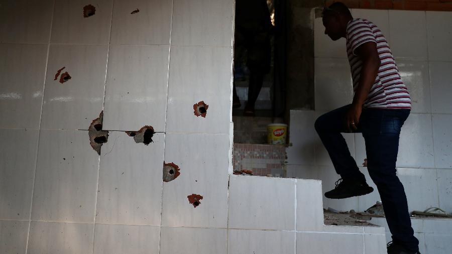 Casa onde nove vítimas foram baleadas durante operação da PM no morro do Fallet, no Rio - Pilar Olivares/Reuters