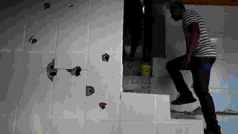 8.fev.2019 - Casa onde ao menos dez homens foram baleados durante operação da PM no morro do Fallet, no Rio - Pilar Olivares/Reuters