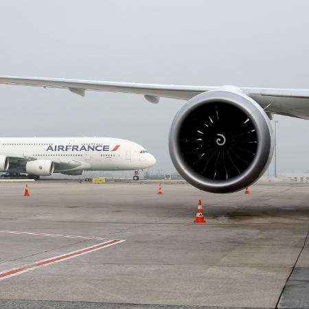 A Air France-KLM anunciou que prevê um prejuízo operacional de 1,3 bilhão de euros no primeiro trimestre de 2021 - Eric Piermont/AFP
