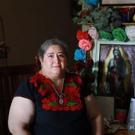 Hilda Robles comprou seu primeiro carro nos EUA com a ajuda de uma tanda - ALEJANDRA SOL CASAS