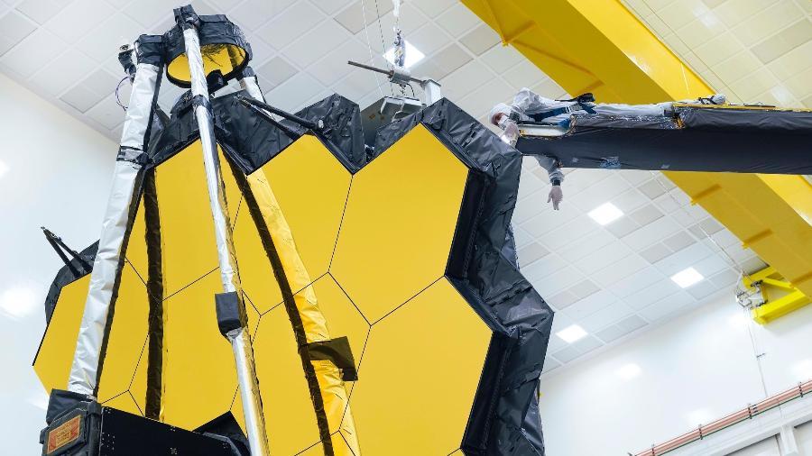 As asas do espelho do Telescópio James Webb são dobradas pela última vez na Terra - NASA/Chris Gunn