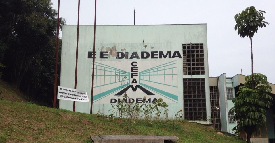 10.nov.2015 - Escola Estadual CEFAM Diadema é ocupada por estudantes em protesto contra a reorganização escolar na rede pública. Cerca de 20 alunos estão acampados desde ontem (09) às 19h. Segundo uma representante dos estudantes, alguns professores apoiam a mobilização