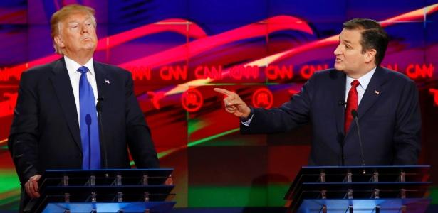 Donald Trump (à esq.) e Ted Cruz travaram momentos de tensão durante o debate