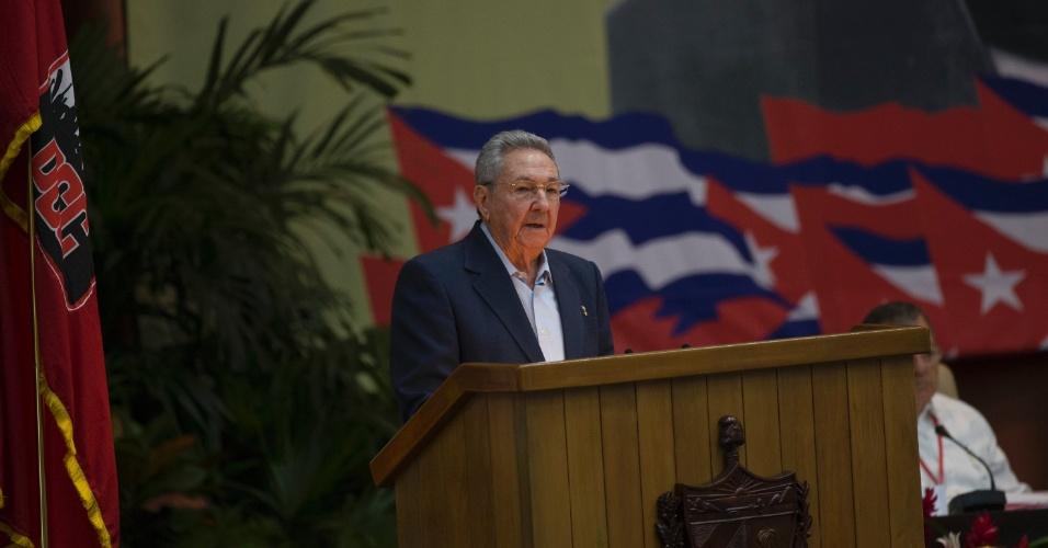 16.abr.2016 - O presidente de Cuba, Raúl Castro, lidera o VII Congresso do Partido Comunista do país