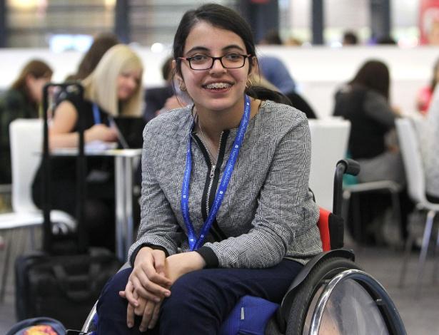 A refugiada síria Nujeen Mustafa viajou entre Aleppo e Alemanha em cadeira de rodas