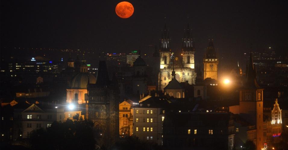 A superlua sobre Praga, República Tcheca