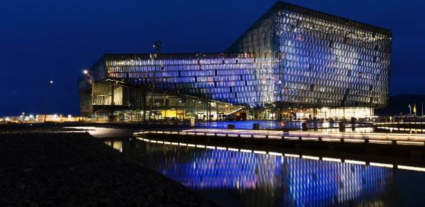 A sala de concerto e centro de convenções Harpa em Reykjavik, na Islândia