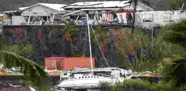 Danos causados pelo ciclone Debbie em praia da cidade australiana de Townsville - Dan Pelled/AAP/Reuters