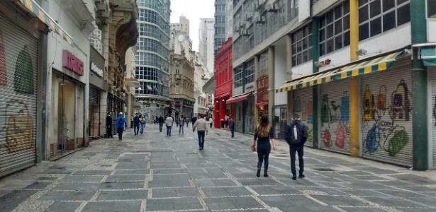 A maioria das lojas da rua Direita, na Sé, ficou fechada durante a manhã - Mirthyani Bezerra/UOL