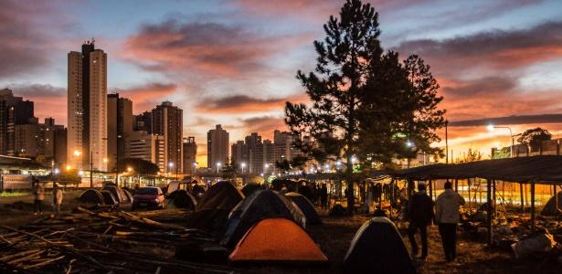 Integrantes do MST montam acampamento em Curitiba