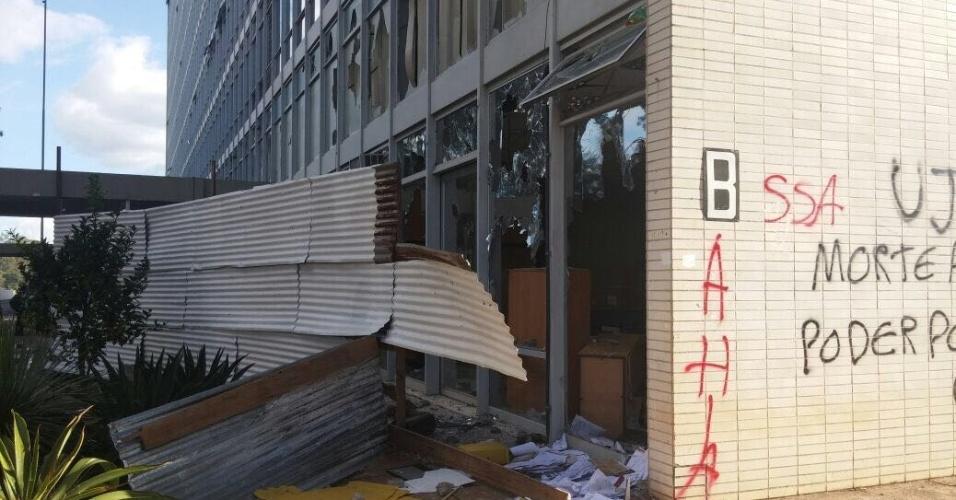 Depredação em um dos prédios da Esplanada dos Ministérios