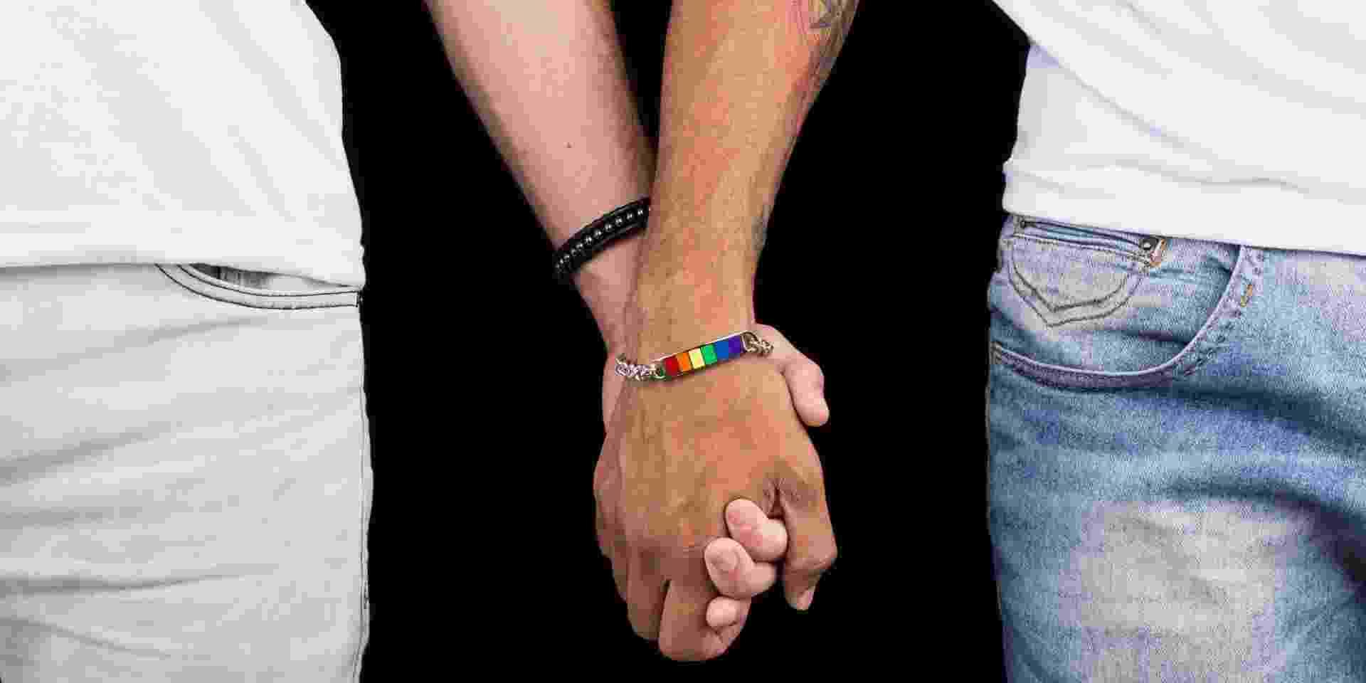 Pulseira do site Logay, que comercializa roupas, acessórios e objetos de decoração que remetem à causa gay - Divulgação