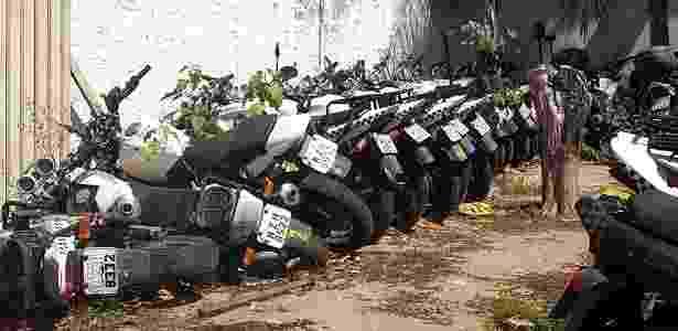 2.jan.2018 - Motos empilhadas no Batalhão de Trânsito da PM em Natal - Beto Macário/UOL