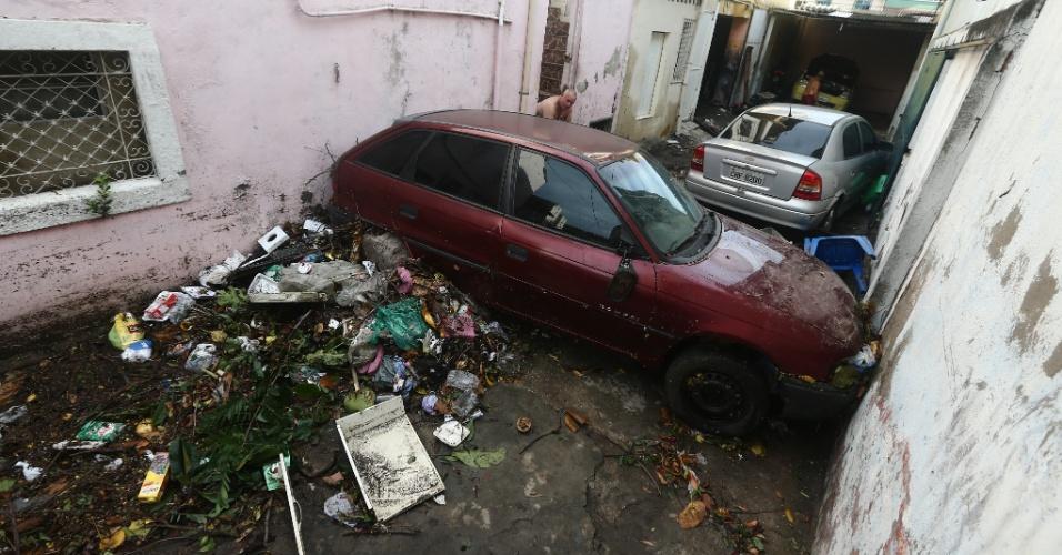 15.fev.2018 - Estragos causados pela forte chuva que atingiu a região da 24 de Maio, no Rocha, subúrbio do Rio de Janeiro, na manhã desta quinta-feira