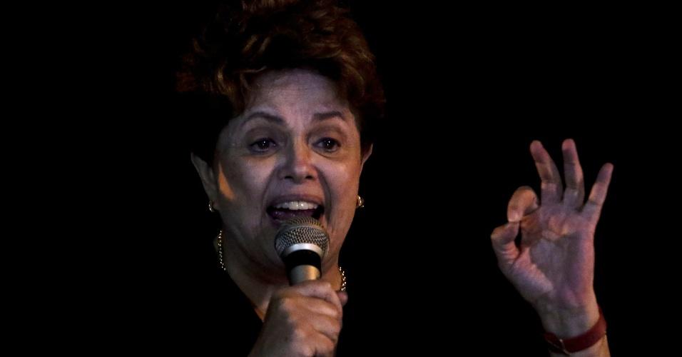 A ex-presidente Dilma Rousseff discursa em manifesto a favor de Lula no Sindicato dos Metalúrgicos do ABC, em São Bernardo do Campo