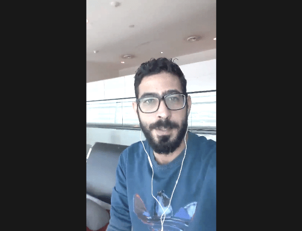 Hassan al-Kontar posta vídeos no Twitter contando seu cotidiano no aeroporto