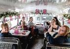 De passeios de ônibus a camisinhas, casamento de Harry e Meghan vira todo tipo de produto - Andrew Testa/The New York Times