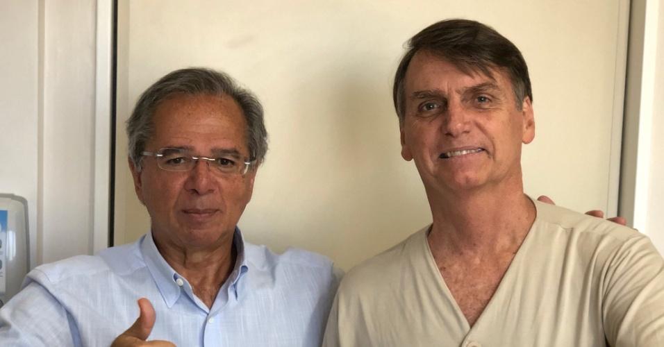 23.set.2018 - Jair Bolsonaro posta foto ao lado do assessor econômico Paulo Guedes, no hospital Albert Einstein, em São Paulo
