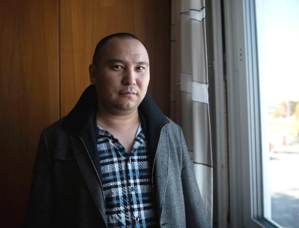 Abdikadir Yasin em um abrigo de emergência na cidade de Gävle, na Suécia - Elisabeth Ubbe/The New York Times