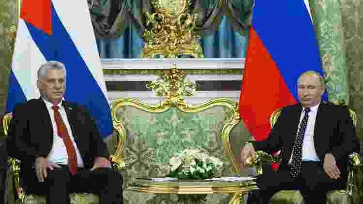 2.nov.18 - O presidente cubano, Diaz-Canel (esq.), e o presidente russo, Vladimir Putin, durante encontro em Moscou - Alexander Zemlianichenko - Alexander Zemlianichenko