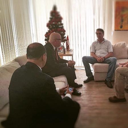 Jair Bolsonaro recebe a visita do cubano Orlando Gutierrez - 20.dez.2018 - Reprodução/Twitter