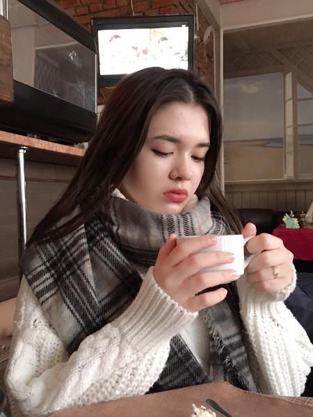 Karina Baymukhambetova, 15, morreu ao tentar tirar uma selfie - VKontakte