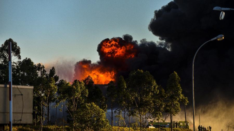 29.set.2019 - Incêndio atinge a Revap (Refinaria Henrique Lage) na tarde deste domingo (29), em São José dos Campos (SP) - Lucas Lacaz Ruiz/Estadão Conteúdo