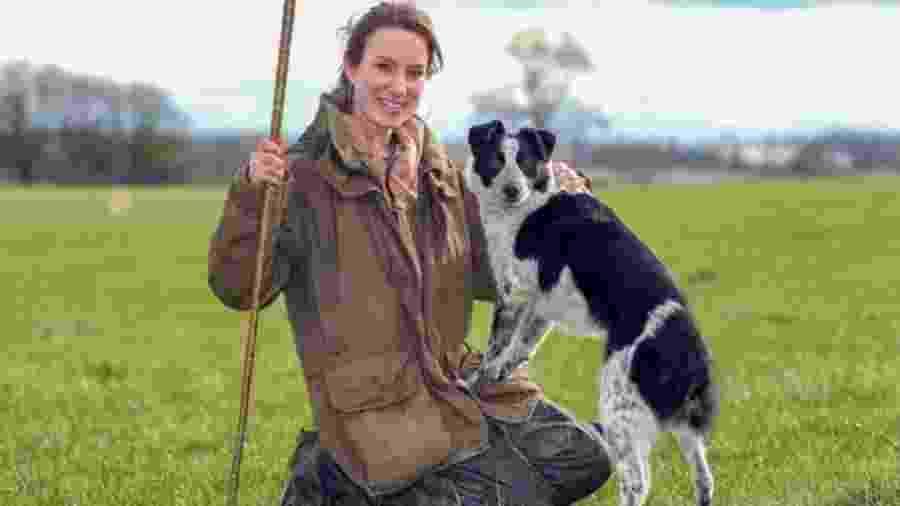 Emma Gray treina 20 cãs pastores em tempo integral na fazenda dela - Glen Minikin