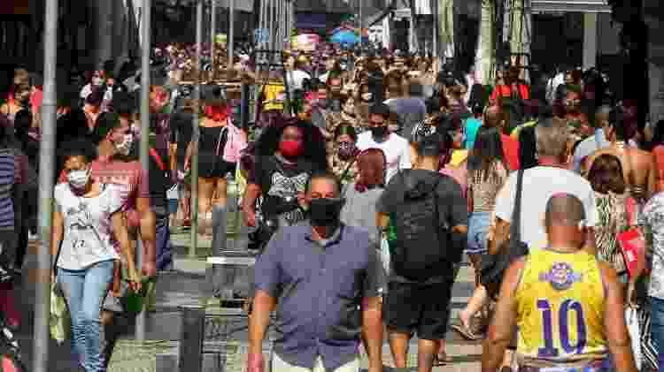 Movimentação no centro de Duque de Caxias nesta segunda-feira - ESTEFAN RADOVICZ/ESTADÃO CONTEÚDO - ESTEFAN RADOVICZ/ESTADÃO CONTEÚDO