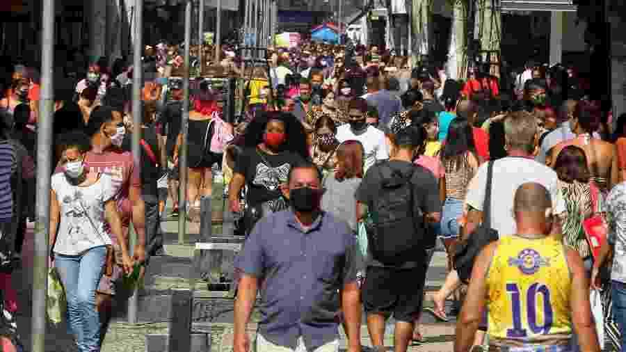25.mai.2020 - Movimentação no centro de Duque de Caxias (RJ) - ESTEFAN RADOVICZ/ESTADÃO CONTEÚDO