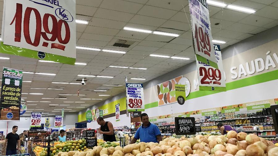 Inflação acumulada em 12 meses já supera o centro da meta do governo neste ano, que é de 4% - SERGIO MORAES