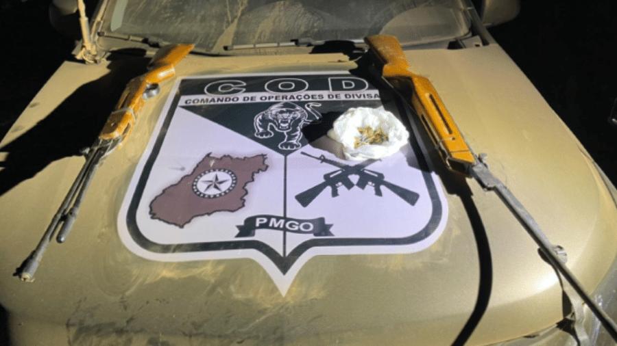 A polícia aprendeu duas espingardas e munições com suspeitos de ajudar fuga de Lázaro - Secretaria de Segurança Pública de Goiás/Divulgação