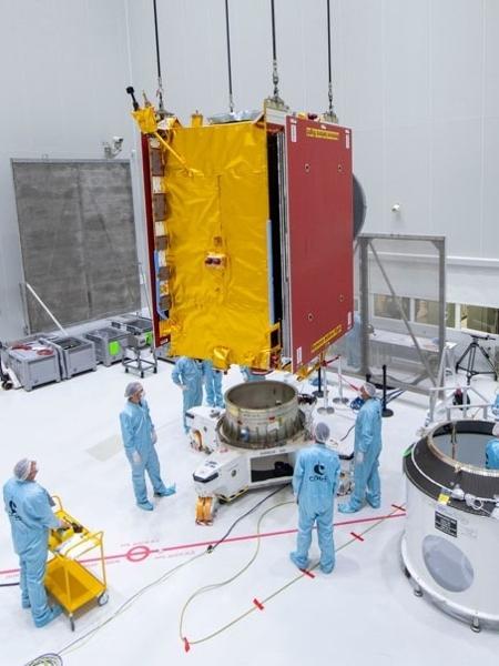 Satélite Quantum, da Eutelstat, sendo preparado para lançamento - Divulgação