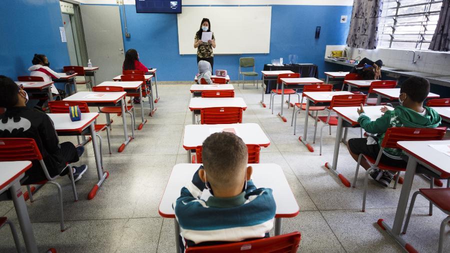 Estudantes no primeiro dia de aula presencial na Escola Estadual Raul Antônio Fragoso, em Pirituba, na zona oeste de São Paulo - Rubens Cavallari/Folhapress