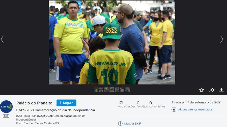 """Flickr oficial da Presidência publica fotos de cartazes, faixas e bonés com mensagens de """"Bolsonaro 2022"""" durante atos de 7 de setembro - Reprodução/Flickr/Clauber Cléber Caetano/PR"""