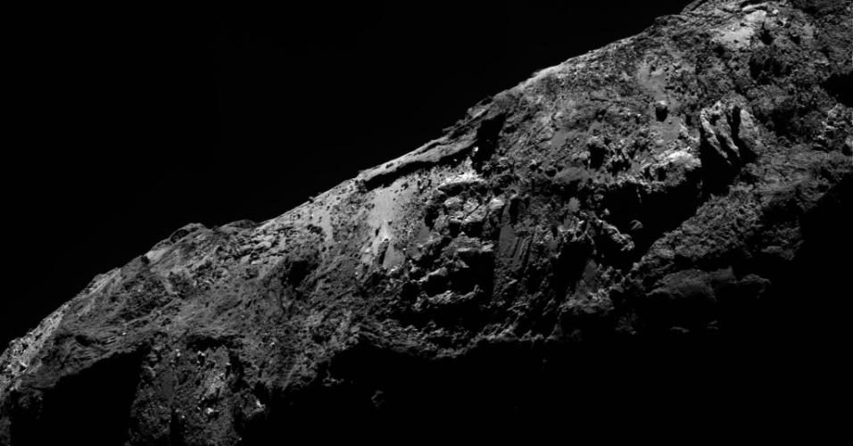 31.dez.2015 - A câmera Osiris, da sonda Rosetta, fotografa o cometa 67P / Churyumov-Gerasimenko, a 79,6 km de distância do núcleo do astro