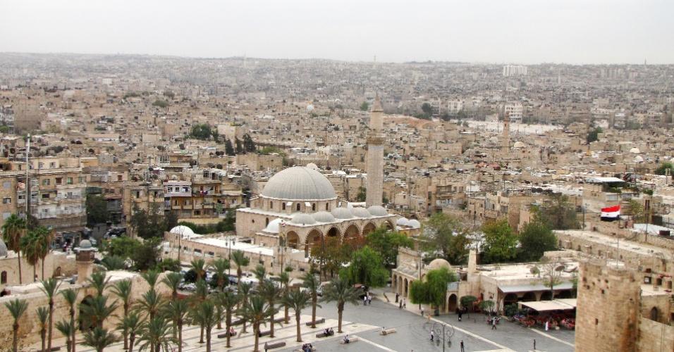 Vista panorâmica de Aleppo pré-guerra a partir da Cidadela medieval