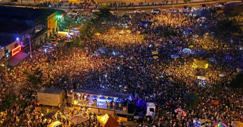 4.jun.2017 - Artistas, produtores, ativistas e blocos de carnaval de São Paulo realizaram no Largo da Batata, em Pinheiros, um ato pela saída do presidente Michel Temer e pela realização de eleições diretas. Ao contrário de eventos anteriores, o ato dos artistas não teve a participação de partidos nem centrais sindicais