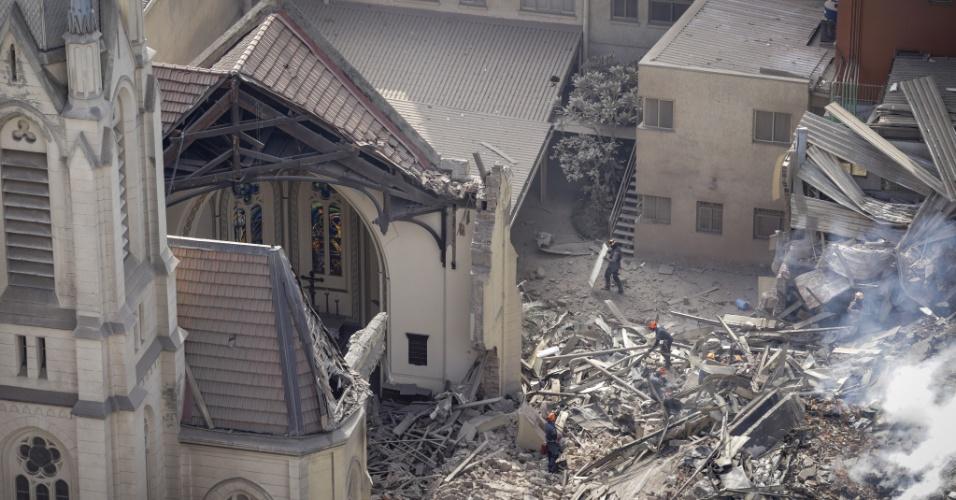 1°.mai.2018 - Parte da parede da Igreja Luterana desabou após o prédio vizinho de 24 andares cair na madrugada desta terça (1°). O prédio de 24 andares tinha uma ocupação irregular