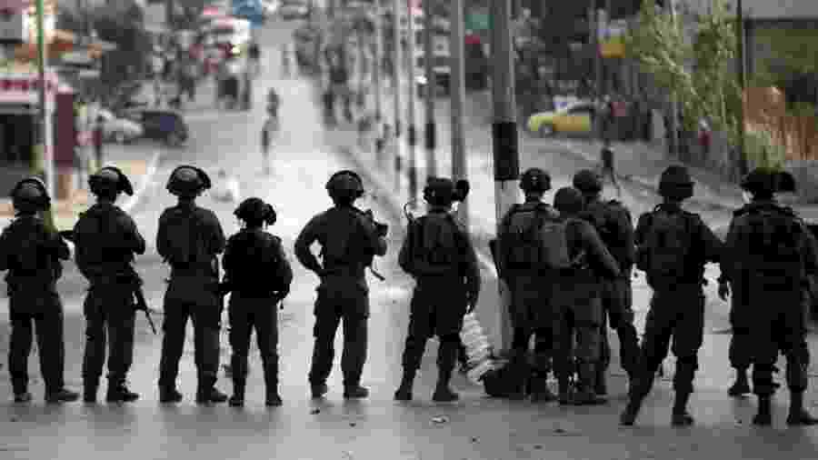 5.out.15 - Soldados israelenses durante conflito com palestinos em Belém - Thomas Coex/AFP