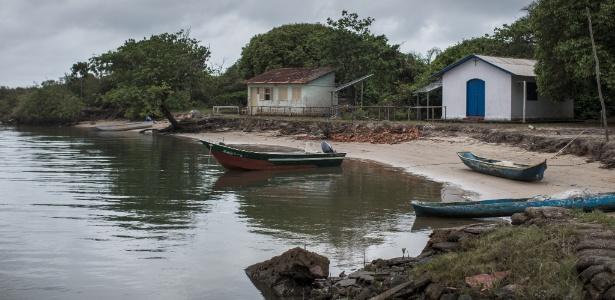 Foto de 2016 mostra faixa cada vez menor de areia na ilha do Cardoso; hoje, local está dividido em duas partes - Avener Prado - 23.nov.2016 / Folhapress