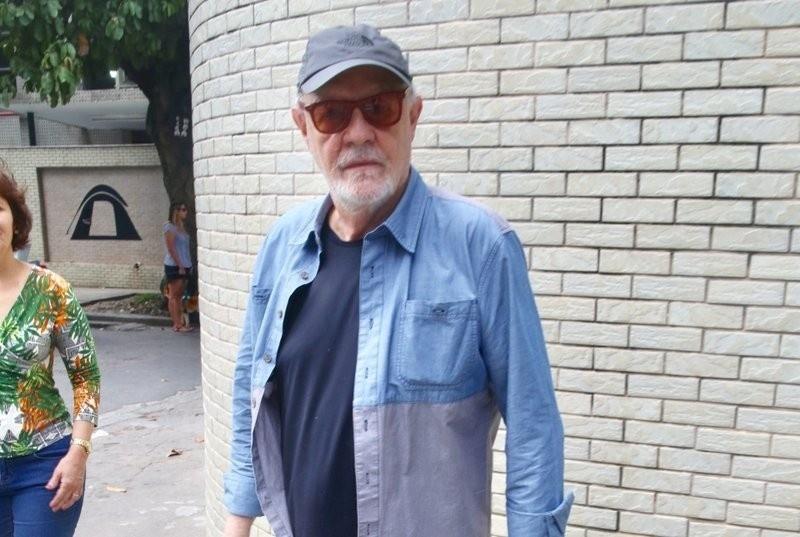 28.out.2018 - O ator Ney Latorraca vota no Rio de Janeiro