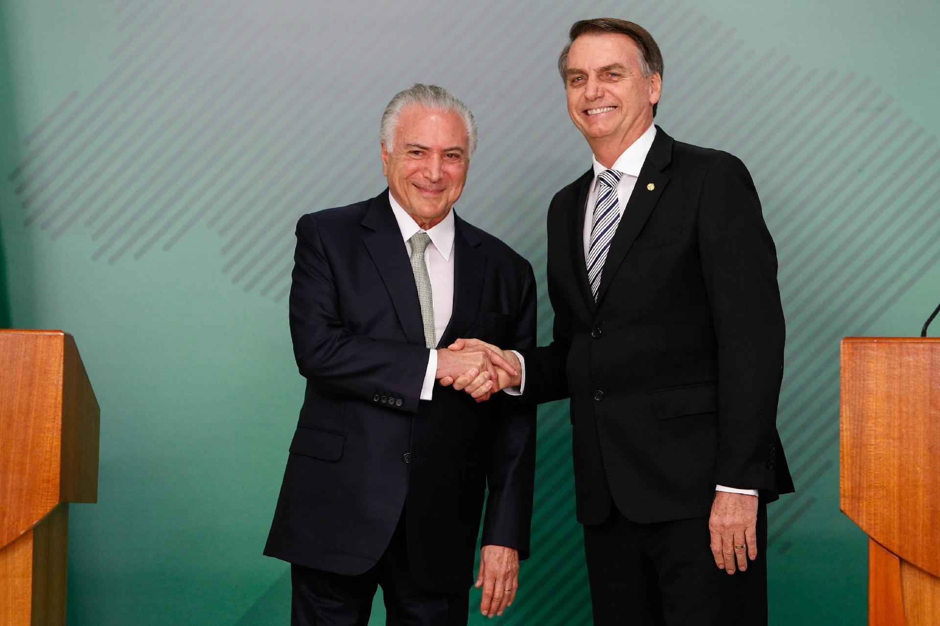 Temer sugere que Bolsonaro use atual reforma da Previdência para aprovar  idade mínima - 06 12 2018 - UOL Economia 1a4af34799019