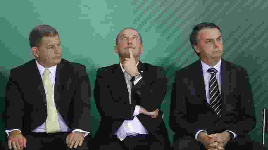 O então ministro da Secretaria-Geral da Presidência, Gustavo Bebianno, o novo ministro da Cidadania, Onyx Lorenzoni, e o presidente Jair Bolsonaro - DIDA SAMPAIO/ESTADÃO CONTEÚDO